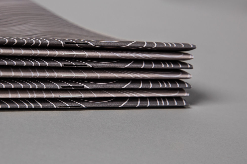 Huesser-Broschuere-Bindung-Farbig
