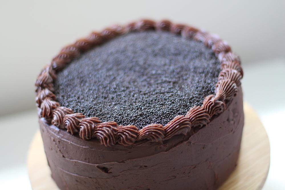 Apesar de o bolo se chamarkit kat uma opção é não colocar os chocolates e decorar com bico de confeitar e granulados.