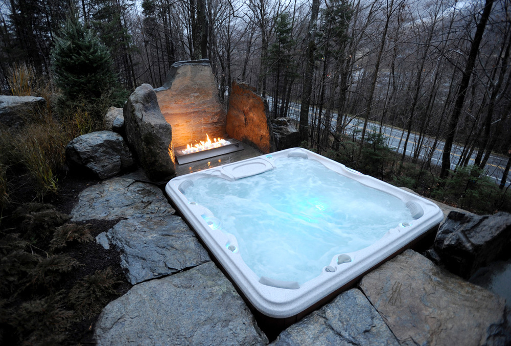 06-DH2011-terrace-hot-tub-fireplace.jpg