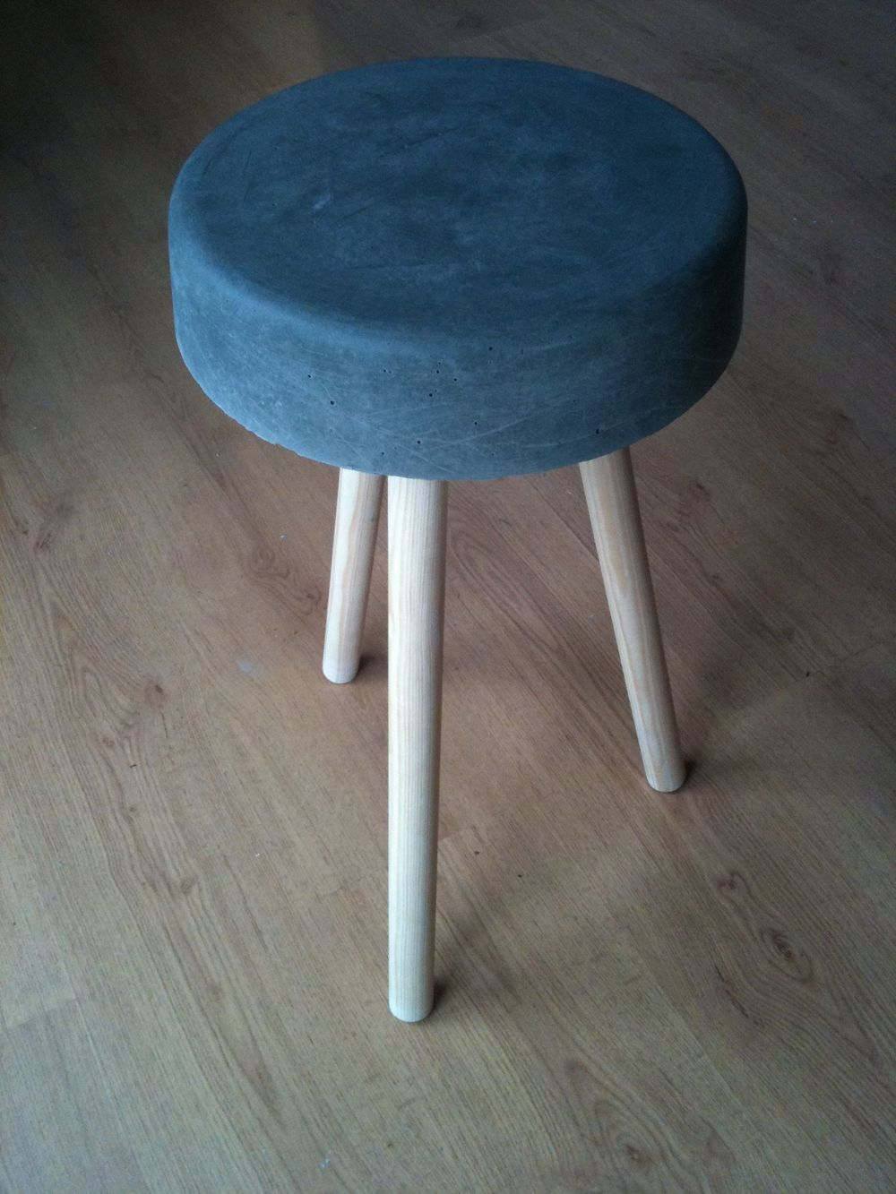 7. …and voila (or 'ulla' for you Jeff Wayne fans) We have our own DIY concrete stool / replica Maunsell Sea Fort!