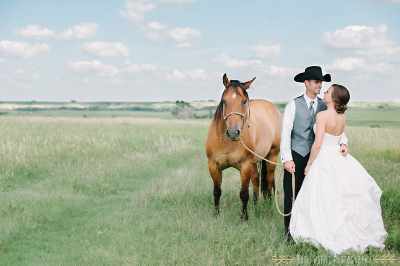 28. bride_groom_horse_ks_field-1.jpg
