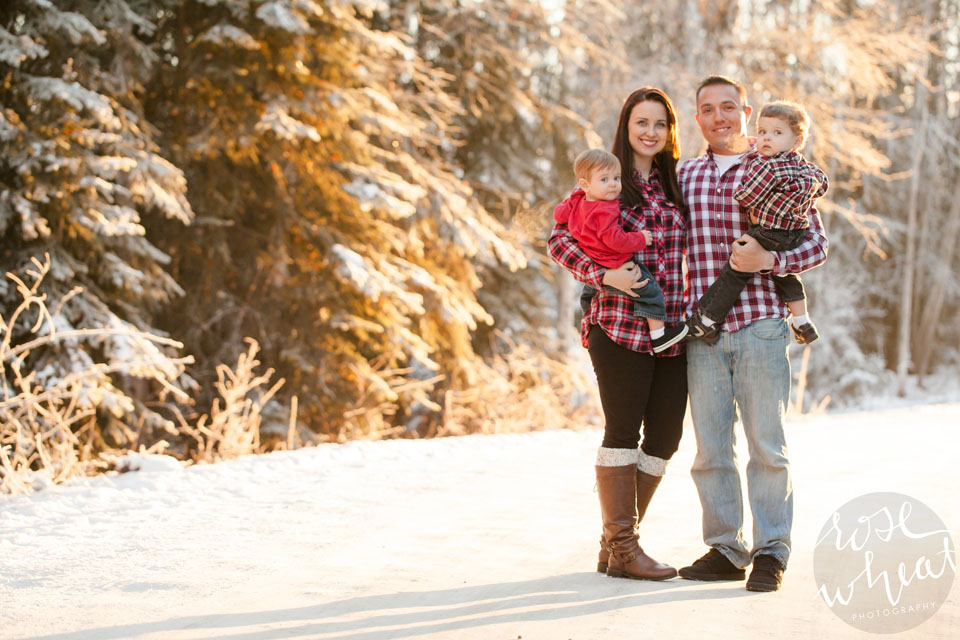 001. Bushnell_Family_Winter_Session_Rose_Wheat_Photography.jpg