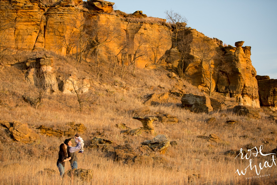 003.-Kansas_Prairie_Rock_Formations_Family_Session-3.png