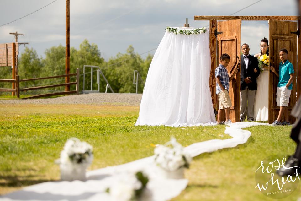 001. FAIRBANKS_AK_NATURAL_LIGHT_WEDDING_Getting_ready-09.jpg