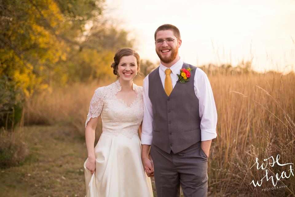 019.  Fall_Emma_Creek_Barn_Kansas_field_Portraits-2.jpg