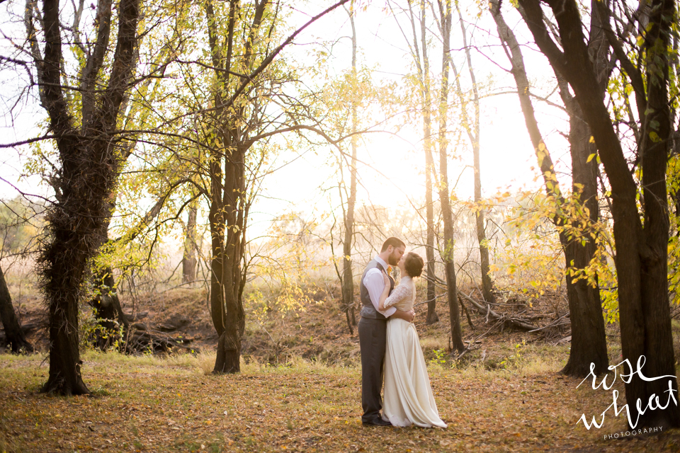 019.  Fall_Emma_Creek_Barn_Kansas_field_Portraits-5.jpg
