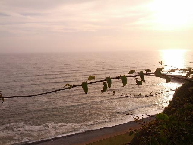 Por-do-sol no Pacífico