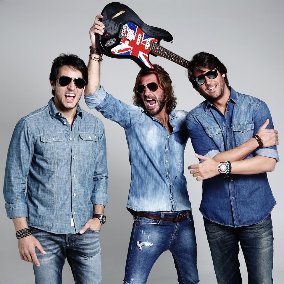 Top DJ's Thiago Mansur e Paulo Velloso e na guitarra o músico Mário Velloso.jpg