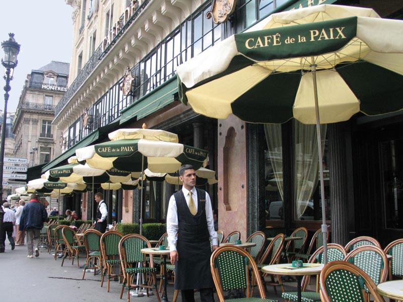 Resultado de imagem para CAFÉS DE PARIS COM CLIENTES FAMOSOS