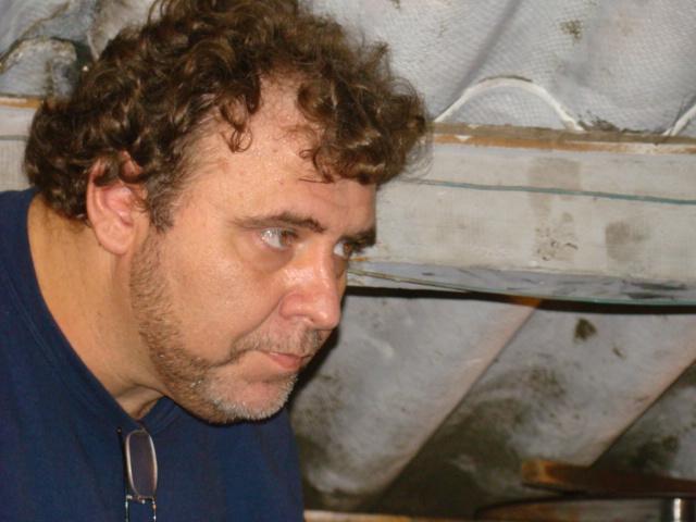Helcio Henri ques na cabine de projecao - A Ultima Estacao.JPG
