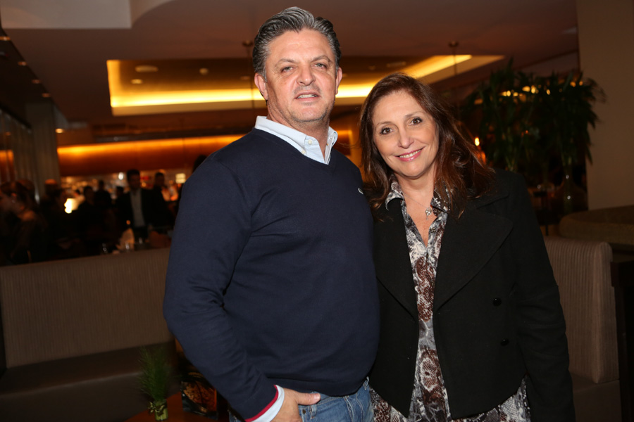 Ricardo Flora, diretor comercial da Iguatemi, com a esposa, Tucha Zugliani - Cópia.jpg