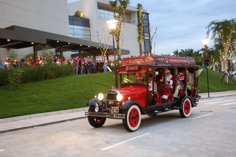 Papai Noel chega ao Iguatemi Campinas após passear pelas ruas do entorno durante uma hora.jpg