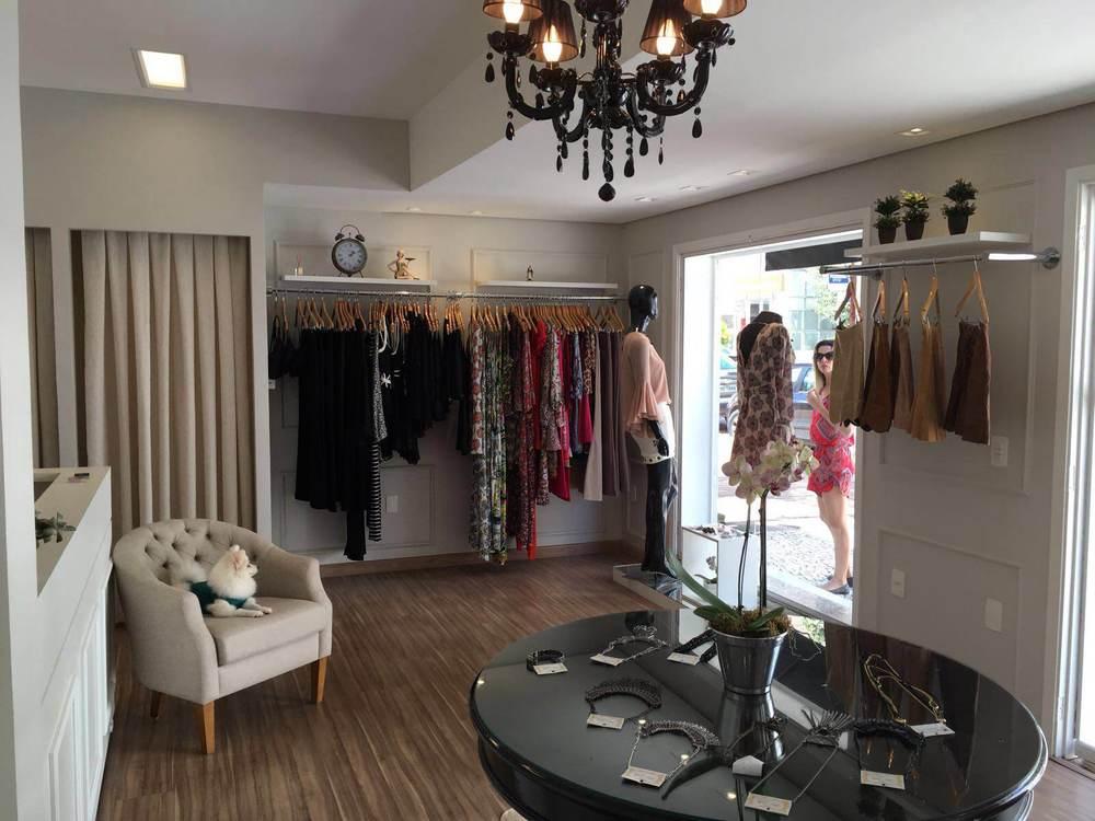 ... Doce Vitta, Esmeral, Moça Bonita, Donna Ritz , Egoiste Colection e  outras. Além de peças de roupas, a Boutique oferece acessórios da  multimarca NF ...