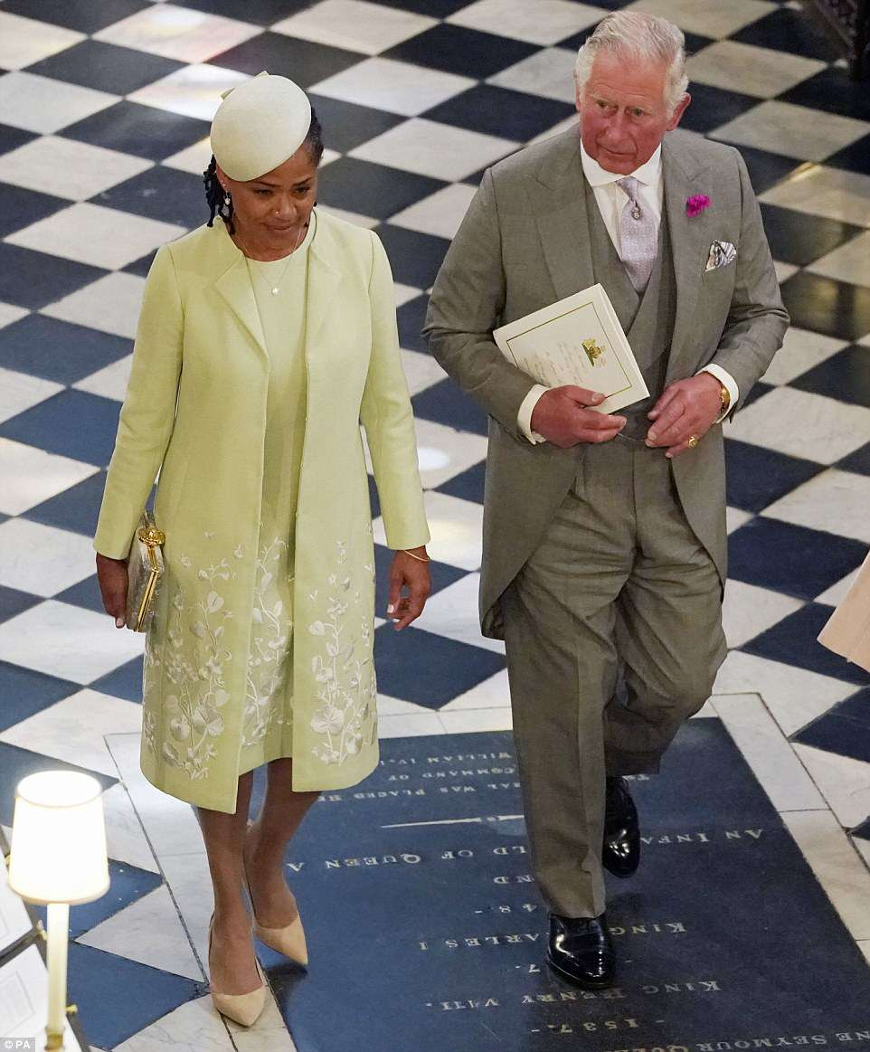 4C6E165F00000578-5747477-The_Prince_of_Wales_and_Doria_Ragland_mother_of_the_bride_depart-a-333_1526735926857.jpg