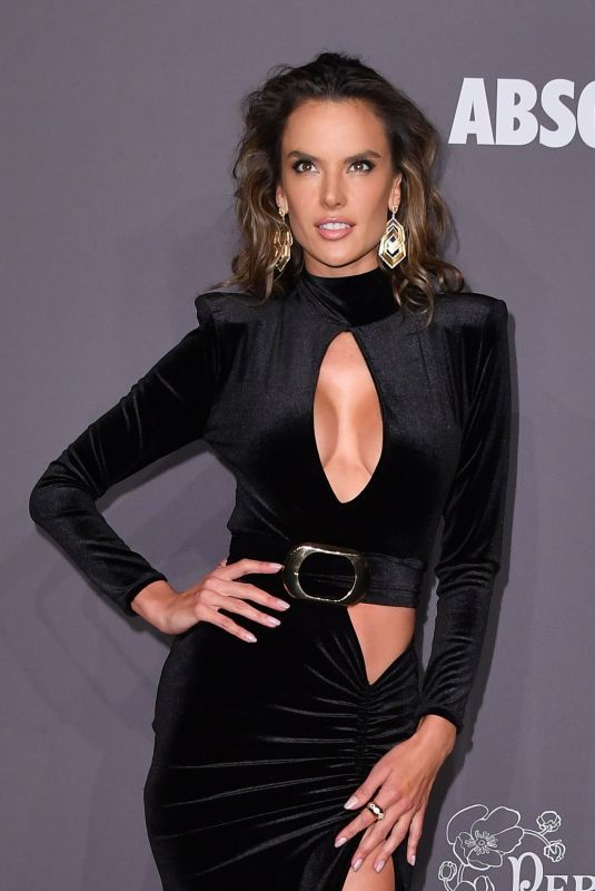 alessandra-ambrosio-at-amfar-new-york-gala-2019-02-06-2019-3_thumbnail.jpg