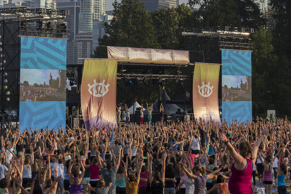 yoga-crowd1.jpg