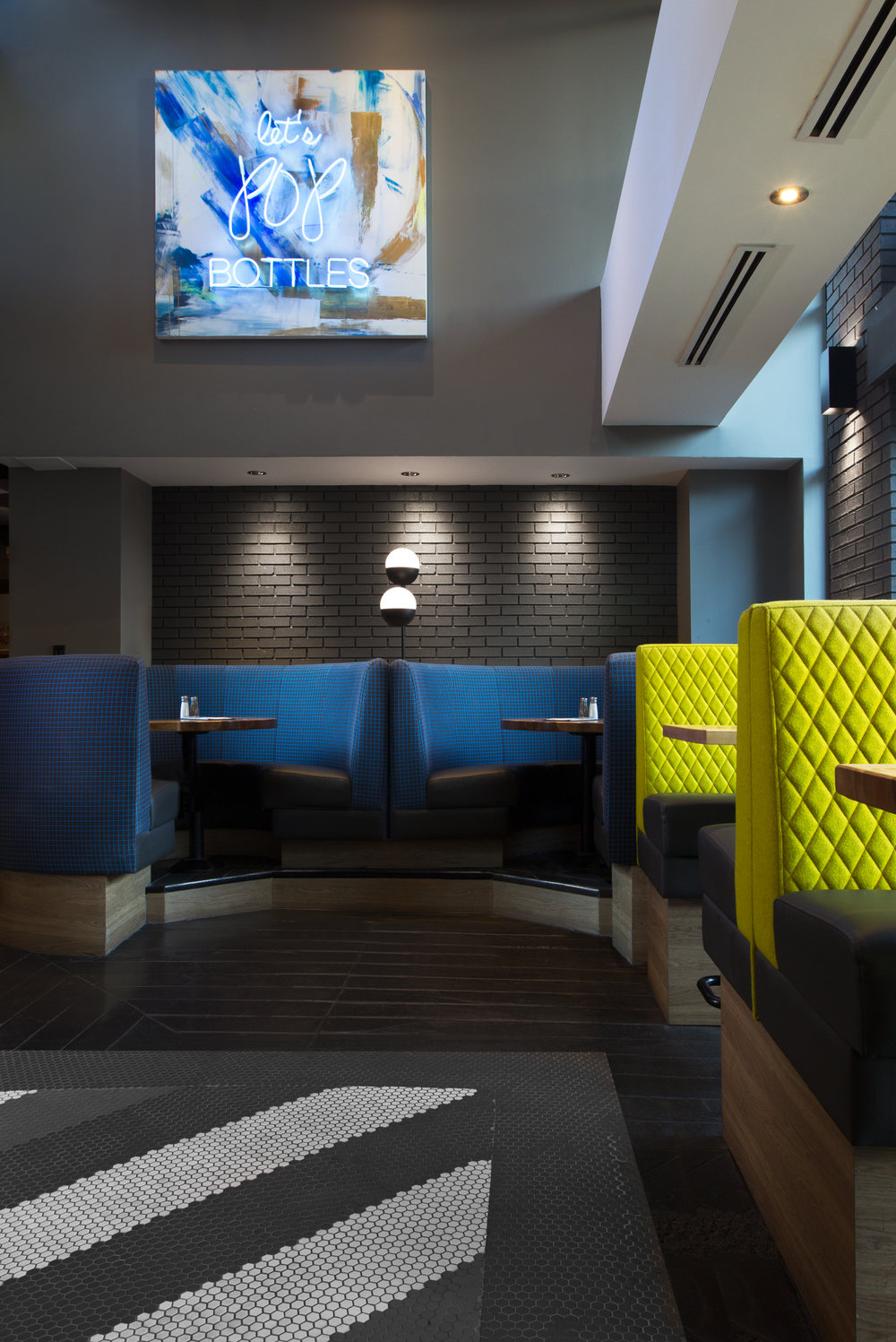 Moxie's Grill & Bar by Daniel Meloché Interior Design