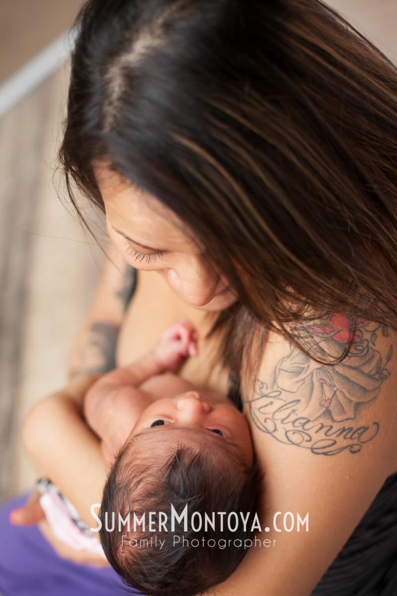 newborn-poses-smile