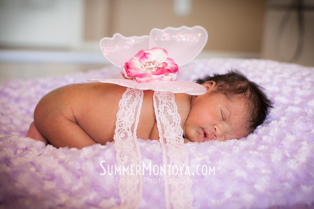 newborn-poses-props