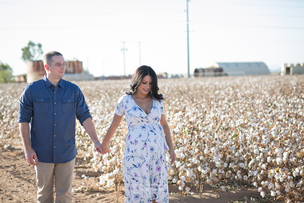 cotton-field-maternity-photo (13 of 56).jpg