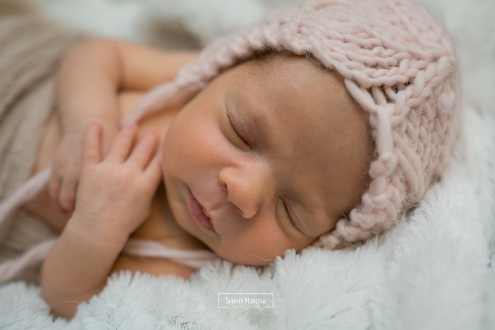 baby-newborn-pink-blanket