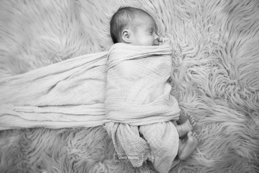 newborn-black-white-photography