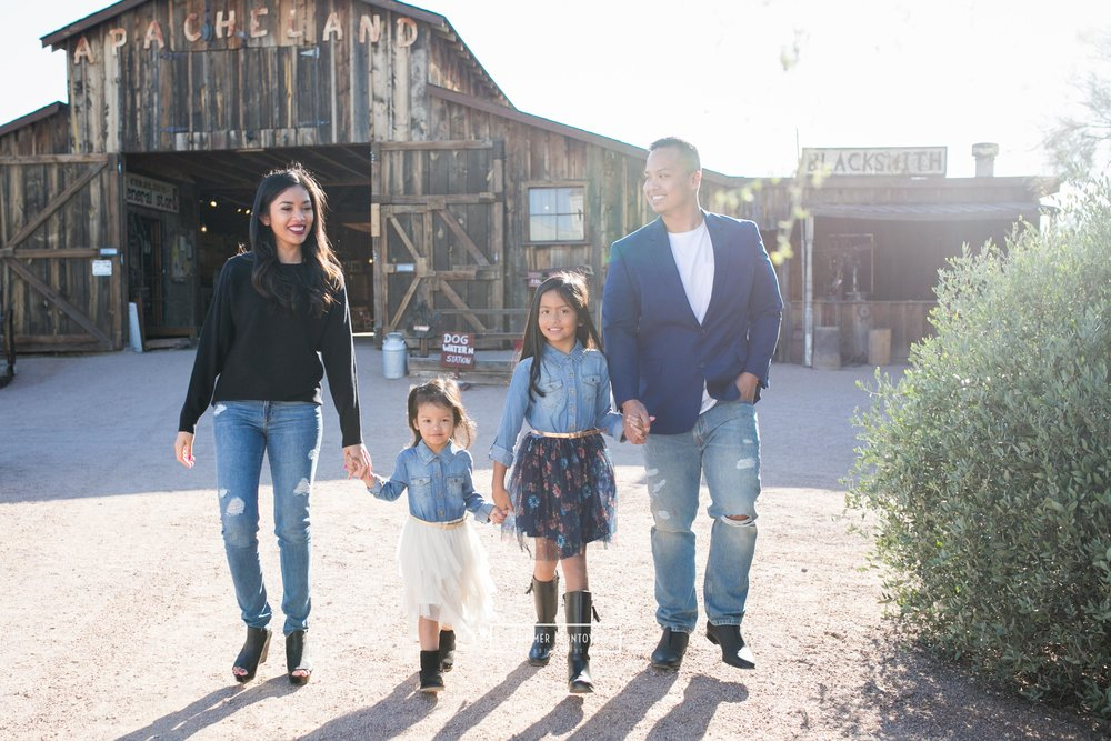 superstition-museum-family-walking
