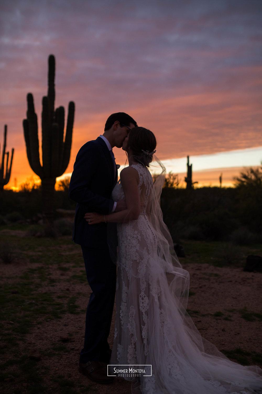 dessert-bride-groom-kissing-silhouette