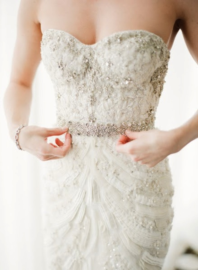 Monique Lhuillier  gown from  KT Merry  via  Bridal Musings