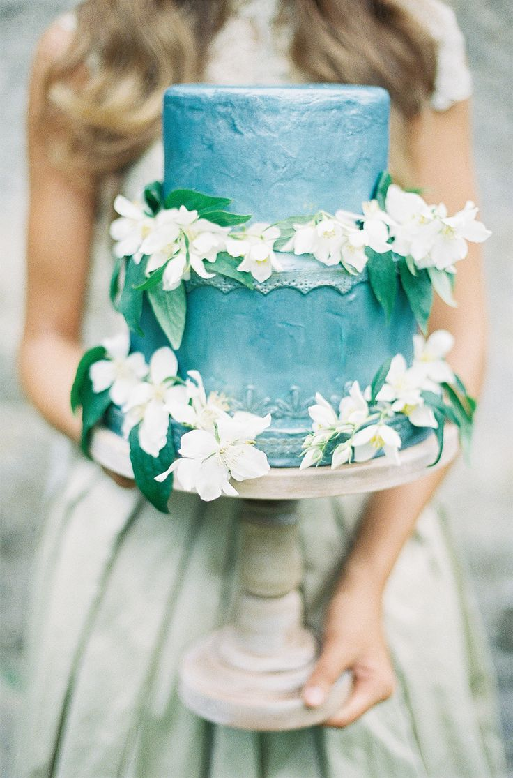 Cake by The Cake Stand ,  photographed by D'Arcy Benincosa  via  Style Me Pretty