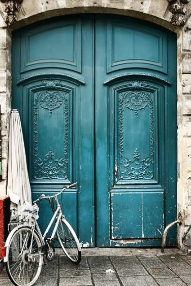 This door is gorgeous..any colour would look good..but this one looks FANTASTIC
