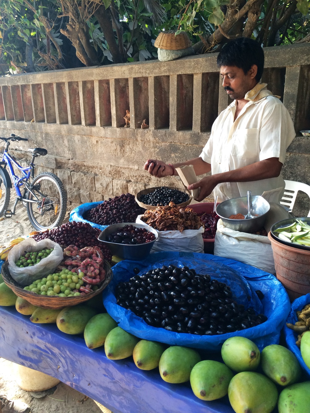 Fruit vendor at Juhu Beach in Mumbai