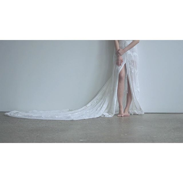 even in the most quiet moments of space, there's always a story waiting to be heard. . . . . #bride #bridalinspo #beautiful #weddingdress #bridalgown #vignette #editorial #editorialshoot #poetry #photoseries #story #andifyoulistentothelight #bare #space #minimalism #close #portrait #white #flowers #weddingflowers #bouquet #bridalbouquet