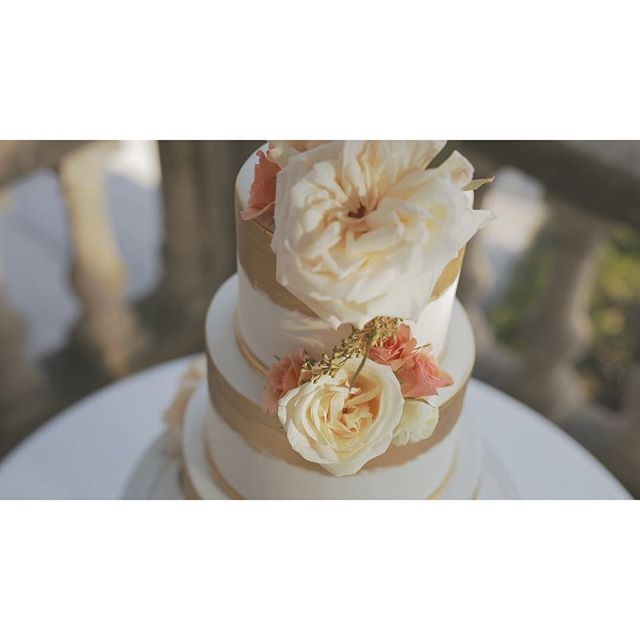 the wedding cake, a work of art. . . . . . #OneHeartFilms #OHF #love #wedding #TorontoWeddingFilms #TorontoWeddingVideo #TorontoWeddingVideographer #weddingfilms #weddingvideos #weddingday #weddinginspiration #weddingstyle #weddingdetails #cake #weddingcake