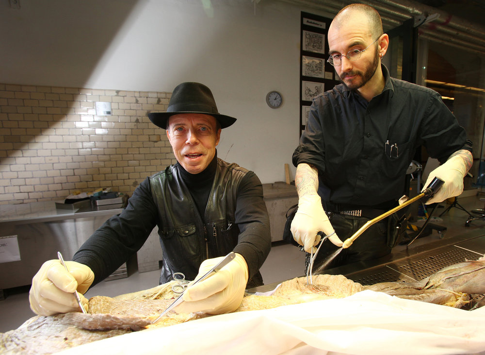 Gunther von Hagens & Mark Benecke working at Body Worlds / Plastinarium in Guben. Photo: Annie Bertram