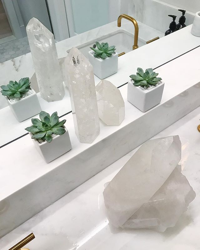 @theclassbyTT with a side of crystals (new studio is 👌🏻and needed more than ever right now)
