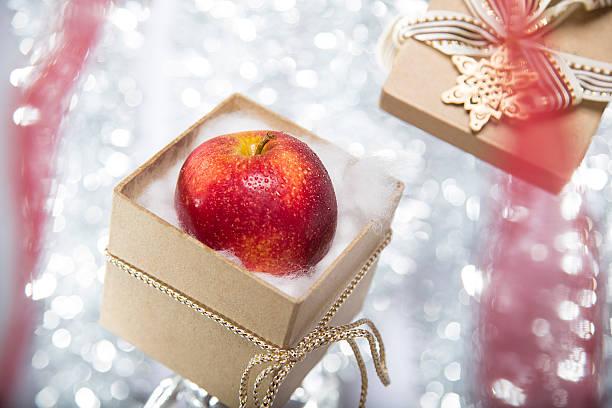 apple gift.jpg