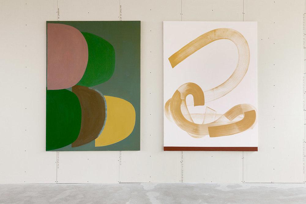 Fem former med overlap, Tre strøg med okker / olie på lærred 185 x 135 cm