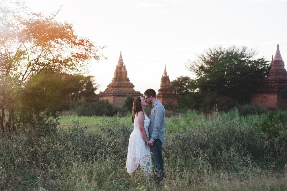 sunset-bagan-engagement-photo-shoot