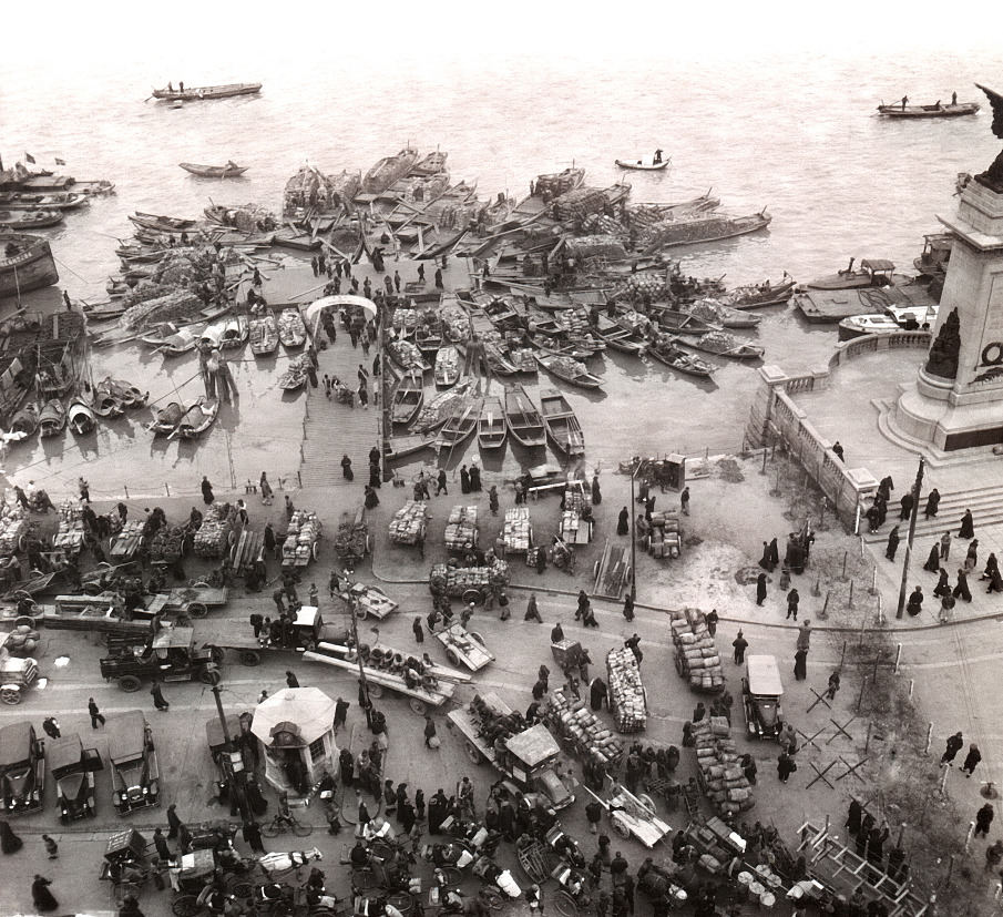 Crowd and boats on the bund N°1, Shanghai, 1929