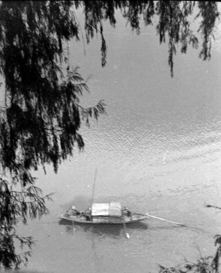 A sampan in North Spring Gorge- 1940_905.jpg
