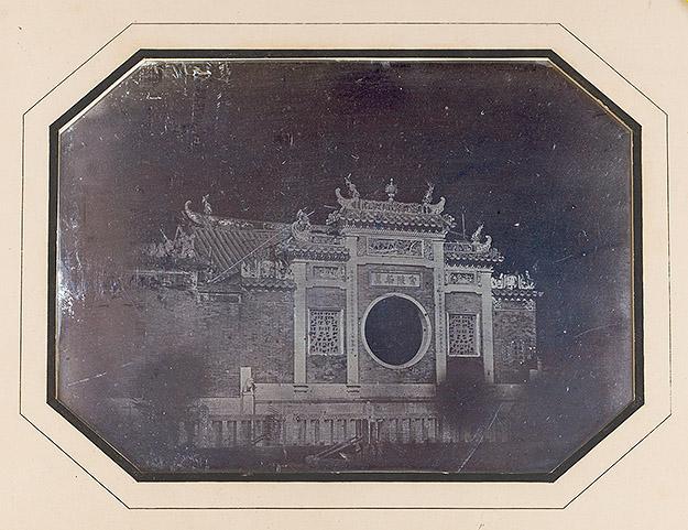 La grande pagode de la ville chinoise de Macao, octobre 1844, daguerréotypie