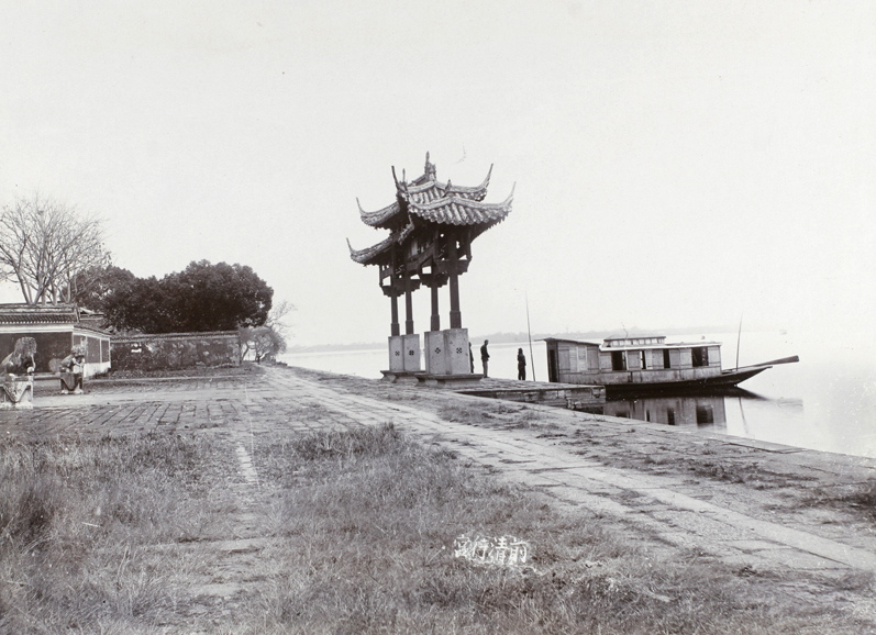 Lakeside pailou and avenue of stone lions, West Lake, Hangchow, 1911