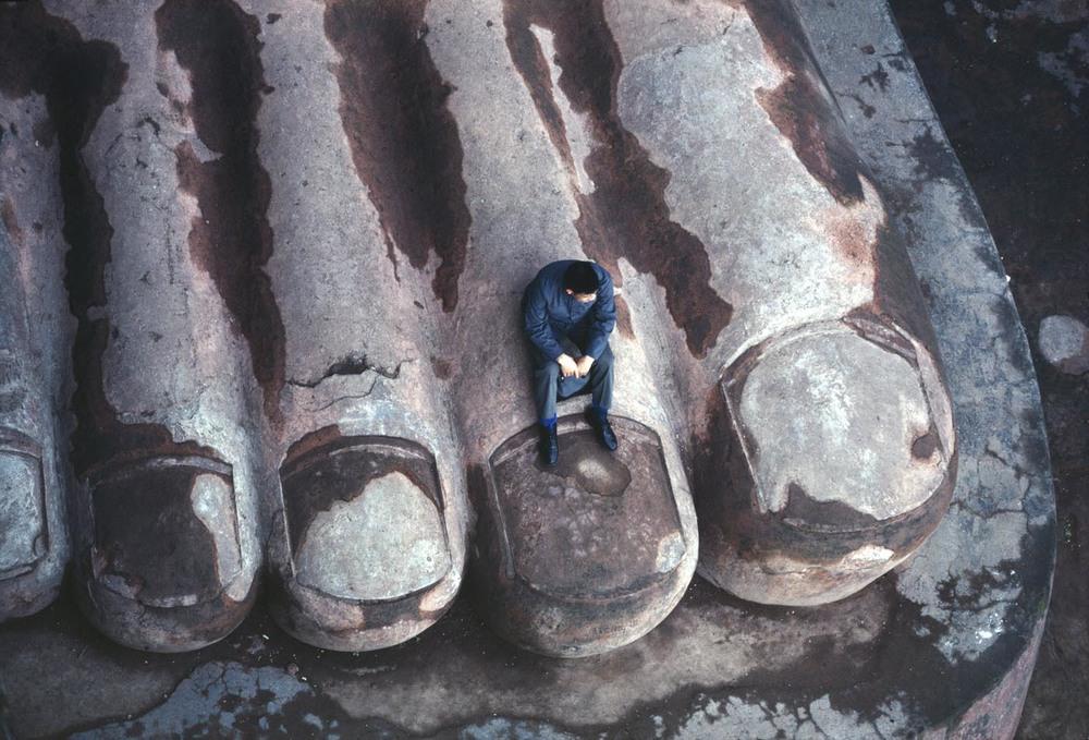 Buddha toes, Leshan, 1980 ©Bruno Barbey / Beaugeste Gallery