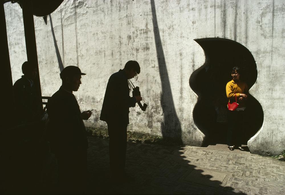 Yu Garden, Shanghai, 1980 ©Bruno Barbey / Beaugeste Gallery
