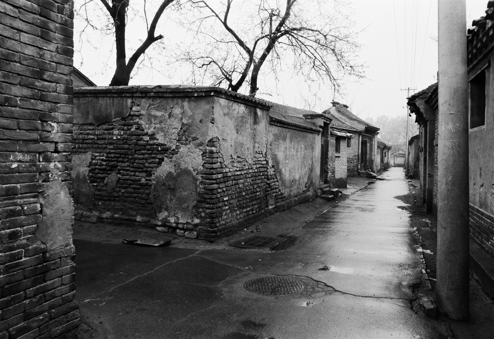 Large Golden Silk Hutong (1989) | Courtesy of Hua Gallery