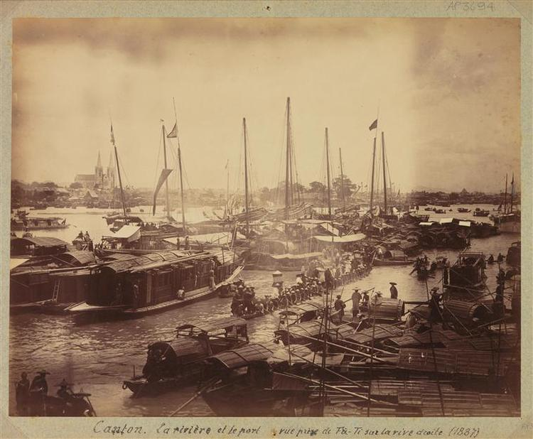 Canton : la rivière et le port vu de la rive droite du quai Fati (Huadi), no date, albumen print