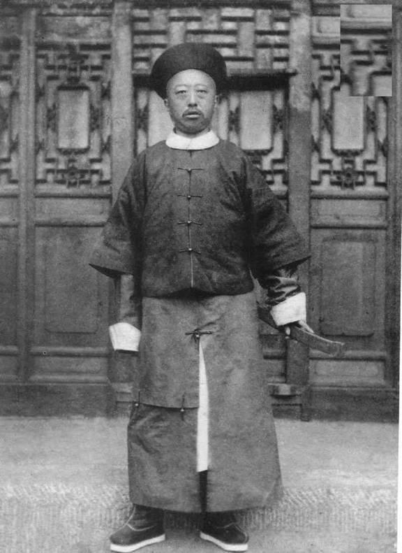 liang-shitai-1870s-portrait-3-photographyofchina.jpg
