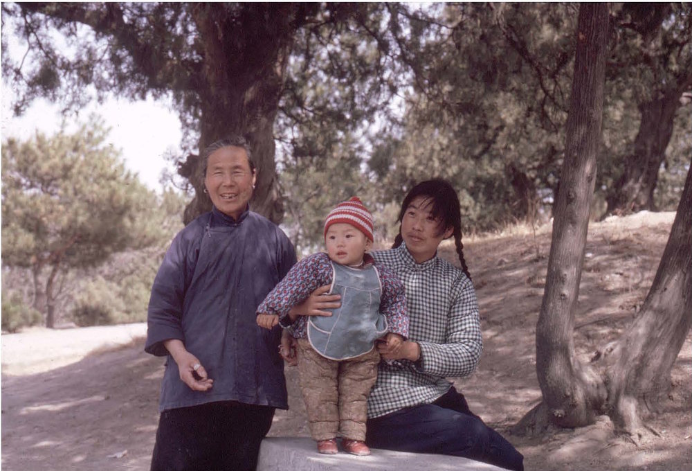 1966, Summer Palace, three generations of a same family © Solange Brand