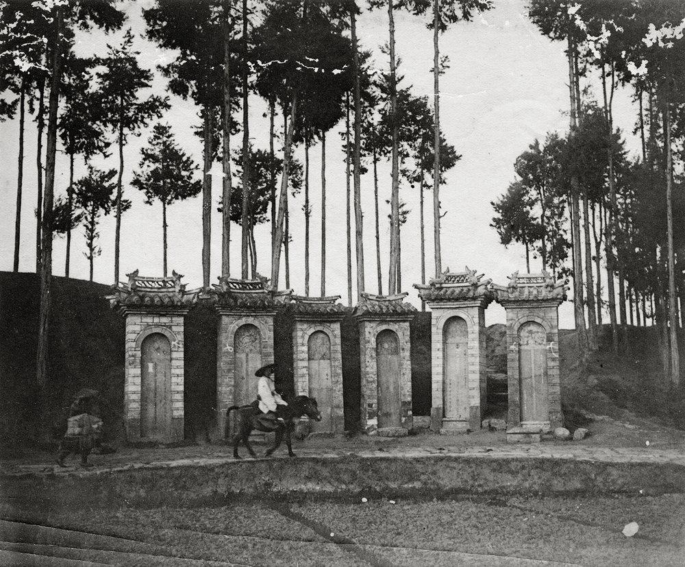 Auguste François,Stelae in memory of good Mandarins, Yunnanfu, 1902